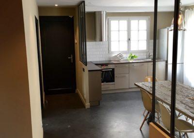 Cuisine plan chêne noirci par Villa Courtois à Saint-Malo