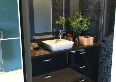 Meuble de salle de bain plan chêne sur mesure par Villa Courtois à St-Malo